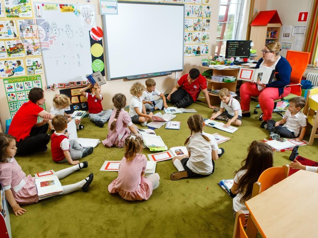 Традиции в школах Англии